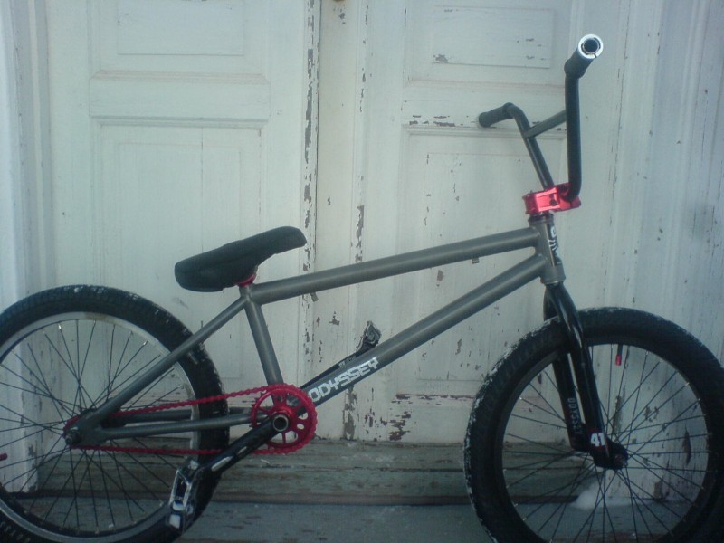 Kinkbikes whip, now with wedgepost, simple studio54 7,75 bars and oddyssey racefork. Lock on grips because it´s snow here and the grips gets loose