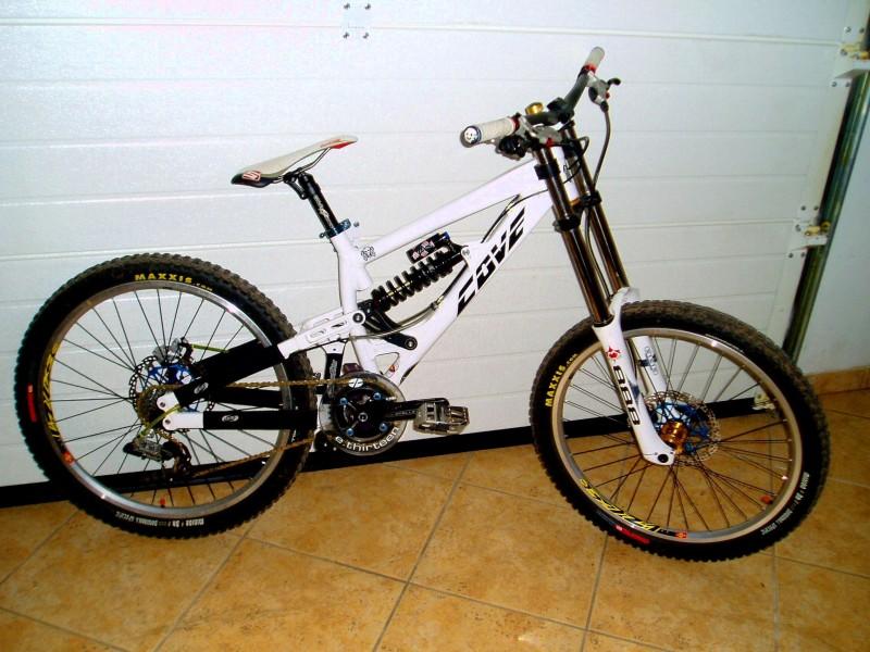My Bike needs a Nuke Proof titanium spring and rims Mavic 823 and Maxxis minion tubless...