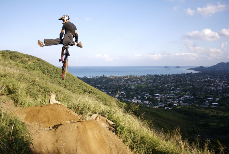 step up jump at kalaheo.  the light was killer at the end of the day.  the Mokumanu islands in the back ground