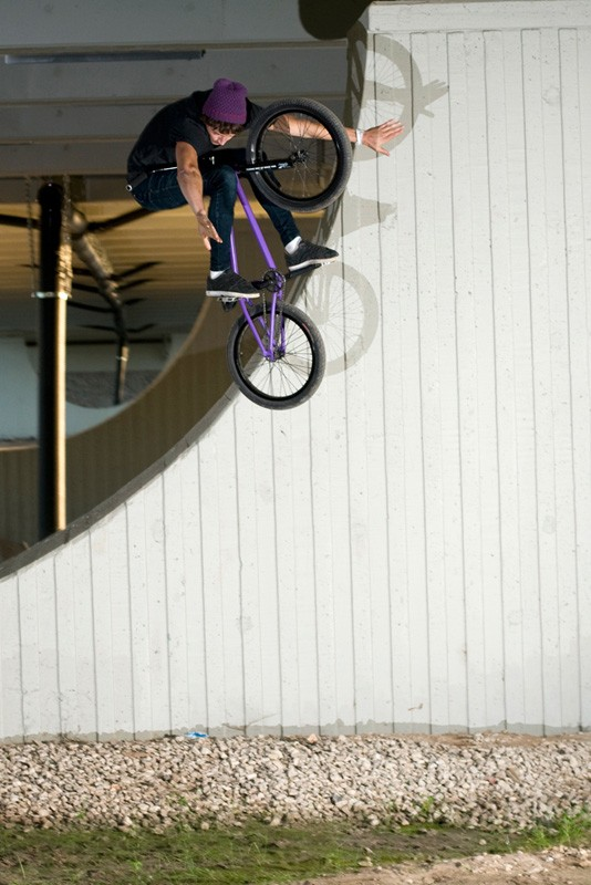 Tuck no hander :)  And i don´t give a s*it about the helmet thing :)
