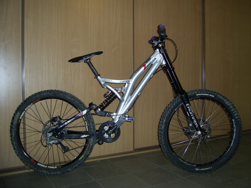 My bike - end of the year 2008 - Norco Team DH, 5th tuned by Stendec, 888RC, Hayes Mag BFL, FSA stuff.