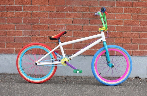 This is one sick bmx what do you think about the colours of it lol
