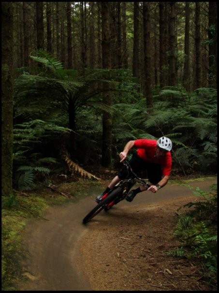 James pinning thru some single track in the whakawerawera forest. pic courtesy of tim woolford.