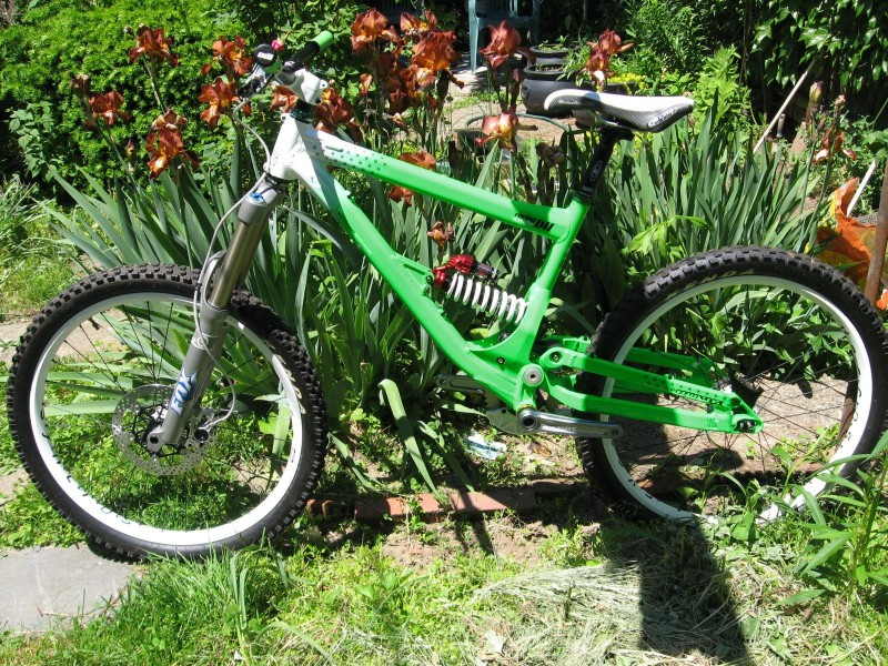 Commencal will be ready for the US OPEN, tomorrow i will get new set of X.0 short cage and one trigger, SRAM-991 hollow pin chain, rear brake and white pedals :) and my GO GREEN Project will run like a dream.. New fork and Ti spring sooooon !