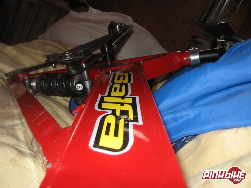 '99 BB7 frame. I just got it last week and its to much frame for me. Although its a 99, it runs greats. It has a great Stratos Helix Pro shock, with rebound, compression, lock out, and air preload adjustment. On top of all that, it comes with a FSA PIG DH PRO. Sealed bearings, the whole works. Comes with a titec PRO seat post. Great shape. Comes with the balfa chainguide, and older titec seat and a Shimano SORA derr.  It will also come with radius disk brakes and one rotar. Amazing deal. It has some scratches and such, but nothing major.