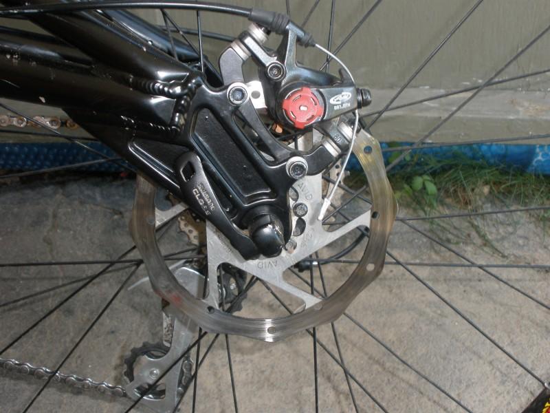 avid bb7 disc brakes. 160mm rotors