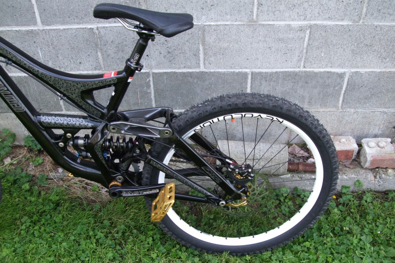 Revolution 32's, Stepdown pedals, transition seat w/ tompson post and ATLAS FREERIDER CRANKS!!!