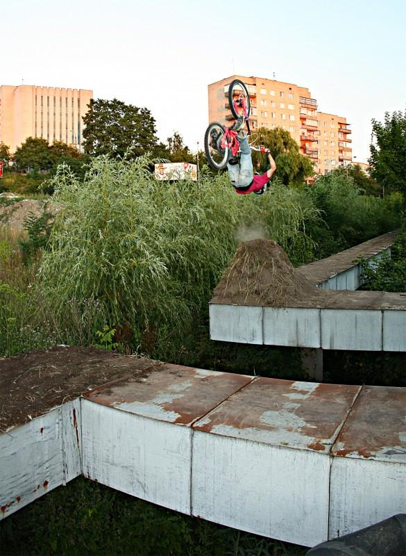 my crazy jump. pipes Gap.  hight dirt pipes - 4 meter hight me - 6 meter  and 4 meter  length