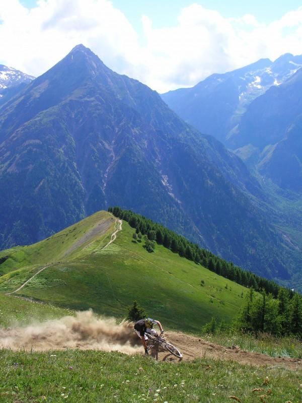 Hatch - Rockstar Energy Drinks, Last Bikes, Funn Components. High up above Les 2 Alpes