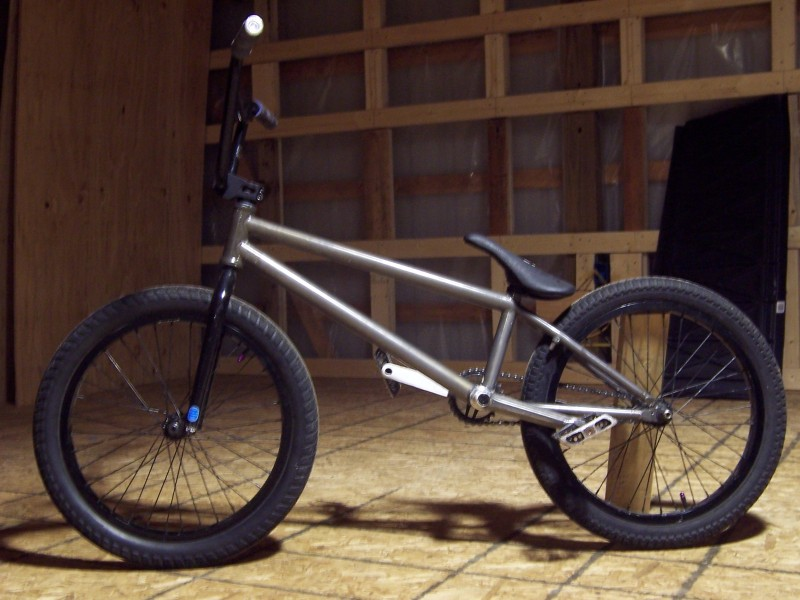 Fly tierra 20.6, Primo rims with Shadow raptor hubs, Fit shivs, Torrid v2, Mutiny bars stem and seat.