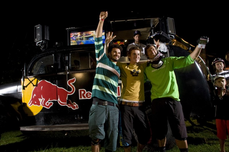 """Winners of the no chain night pumptrail """"Forest Pump"""" race."""