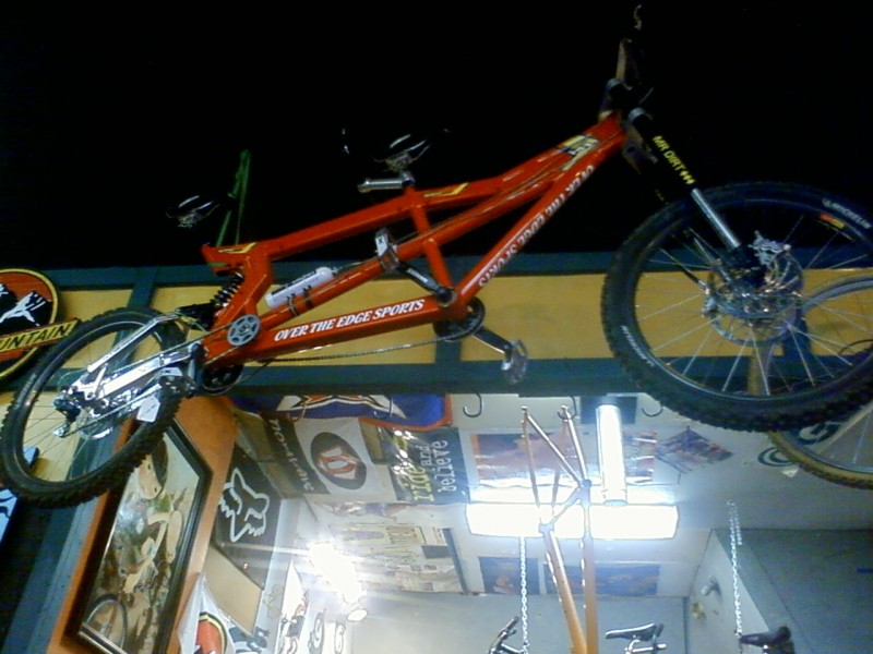 A tandem M1 frame, with airshift, dual Hope m4 brakes in front, and a Mr. Dirt Inverted fork....pretty nuts