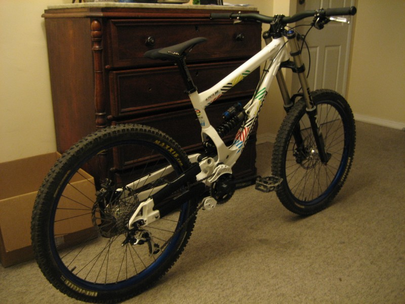My new Commencal supreme dh EDITION LIMITED, and shock setting ready to race :)