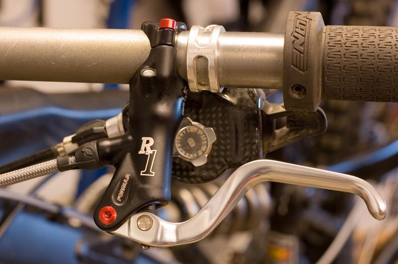 Formula R1 front lever