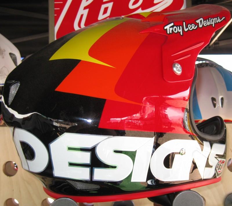 New Troy Lee D2 lid colors.