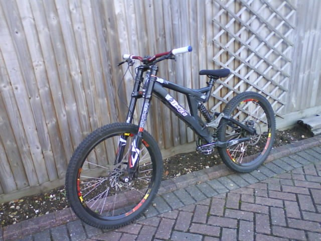 2006 Specialized Big Hit Fsr 2  Sunline ltd 745 bars 2005 Marzocchi Shiver Dc's Sun MTX's on Halo and Sun Hubs