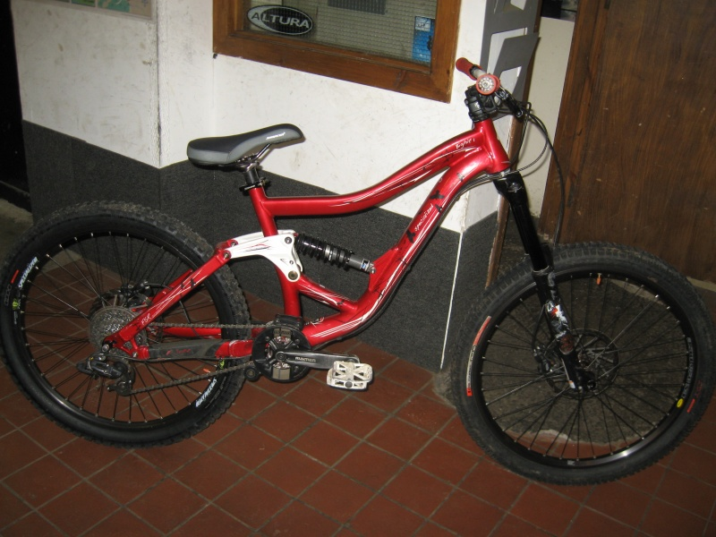 2009 Specialized Bighit 1 in Medium - very good condition - only £800