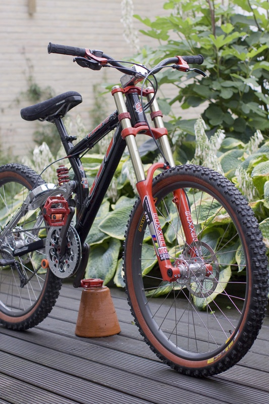 Got This fully original 1999 Gt Lobo DH over from the US. Last owner didn't ride the bike at all. Really nice condition old school bike.Love it, its like a work of art.