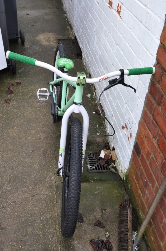 new forks, seat and seatpost :) still need to sort the brake cable though