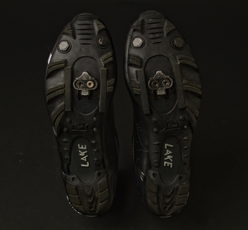 Aggressive soles on the bottom of the MX170