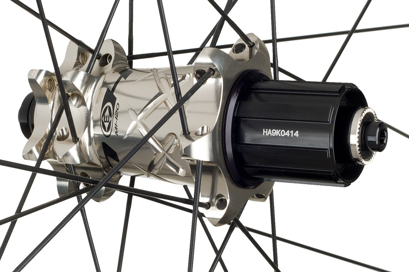 The rear hub features an aluminum freehub body