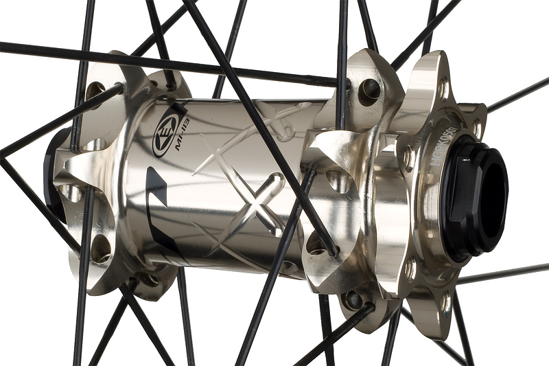 The Haven front hub is compatible with both 9 mm QR and the newer 15 mm axle