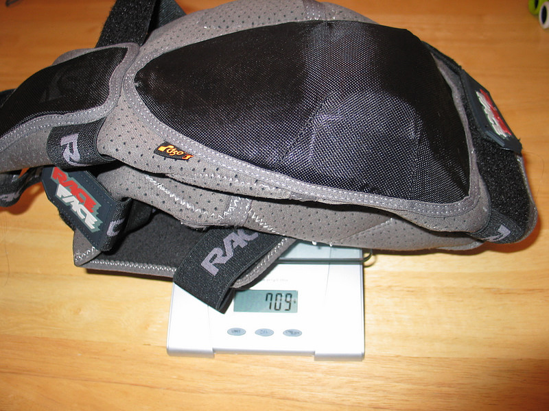 Reasonable weight for a very protective knee pad (size: large)