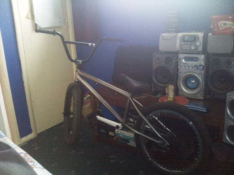 2-Hip Frame, 2-Hip Cranks, 19mm Sealed BB, 33 tooth DK sprocket, Eclat Plastic pedals, Front salt wheel, we the people forks, cane creek headset, 2-hip stem, mcneil bars i got told but i think they are we the people, shadow seat, fit post, unbranded rear wheel, 11 tooth driver