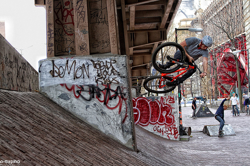 David Holzer shredding in the NYC streets... Finally some GREAT  Riding weather!!!!