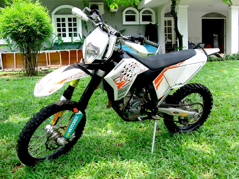 2008 KTM 250 EXCF.... awesome power and so light...