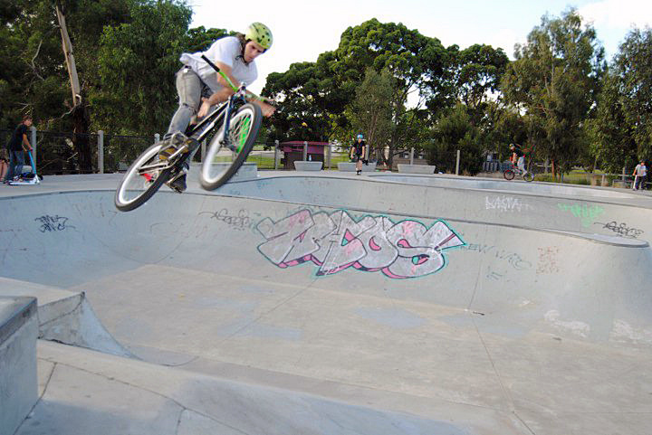 Beeez bowl to bank