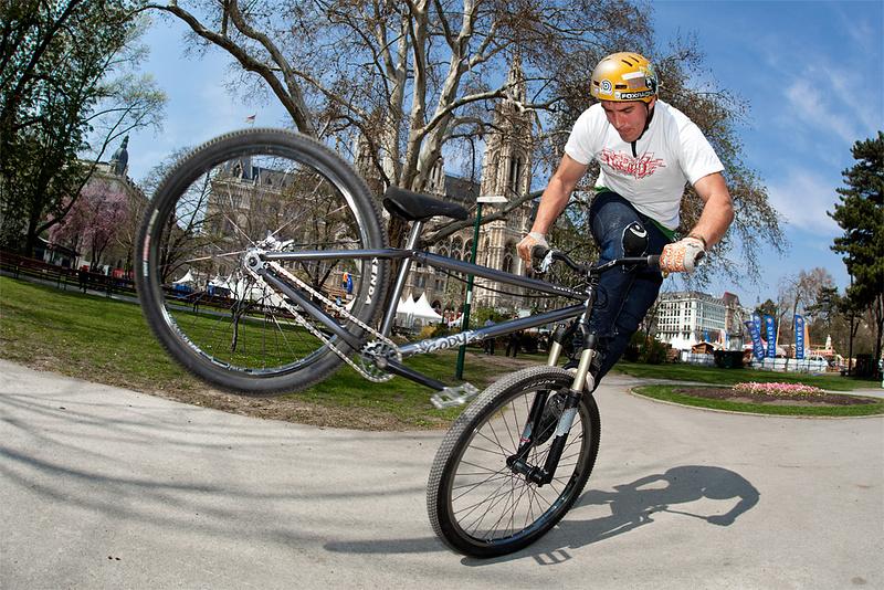 Dirt jump weekend in Vienna. Footjam in spare time. dartmoor-bikes.com