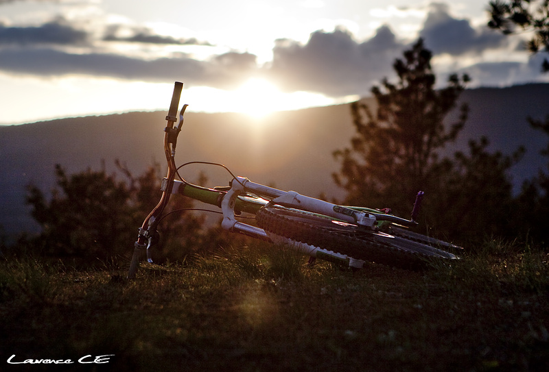 Bike laying in the sunset at Knox Mtn - Laurence CE - www.laurence-ce.com