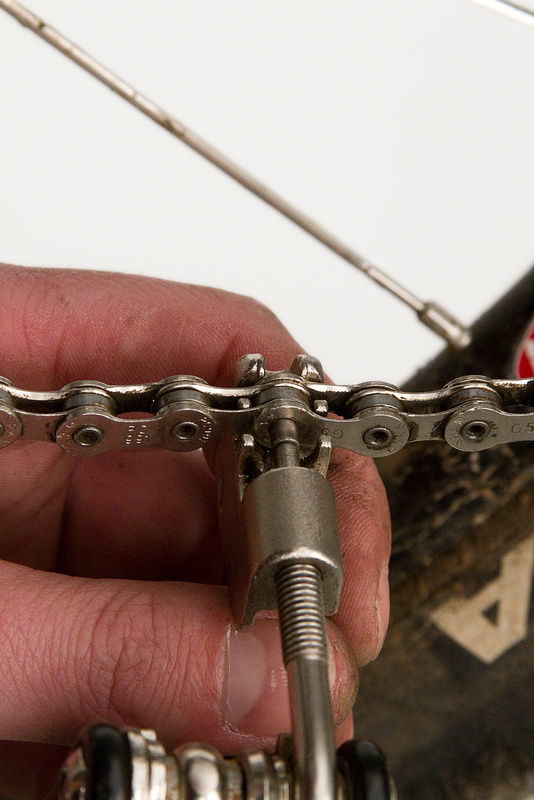 Using the chain tool to reinstall the chain pin
