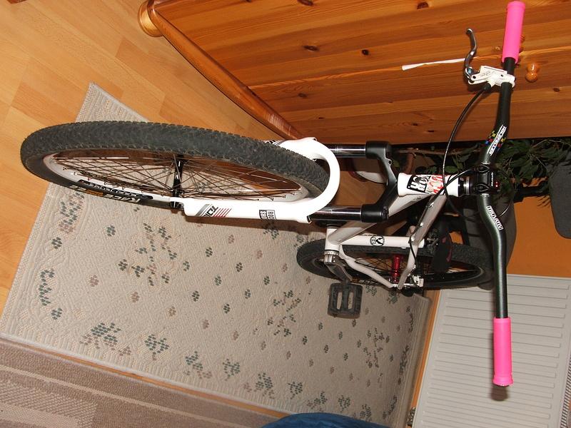 :az üléssen még alakítani kell és föl kell tenni valami láncot de végre kész :) 10,7 kg