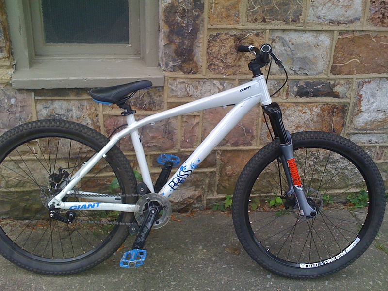 man does my bike look different now lower seat blue cables and no front brake man i gotta get a new pic up