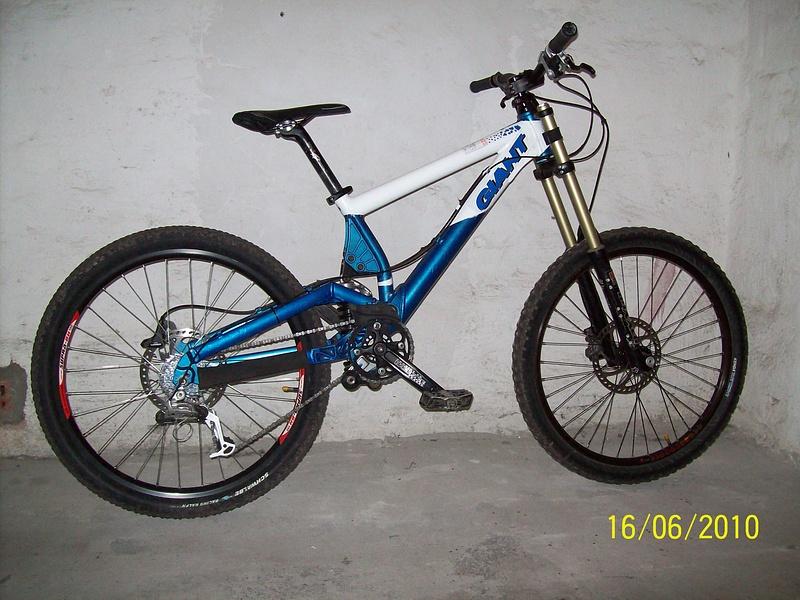 my dh bike for 2010 giant dh team + rock shox boxxer