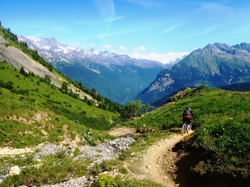 Hitting the singletrack - pic by daniel-son gibson