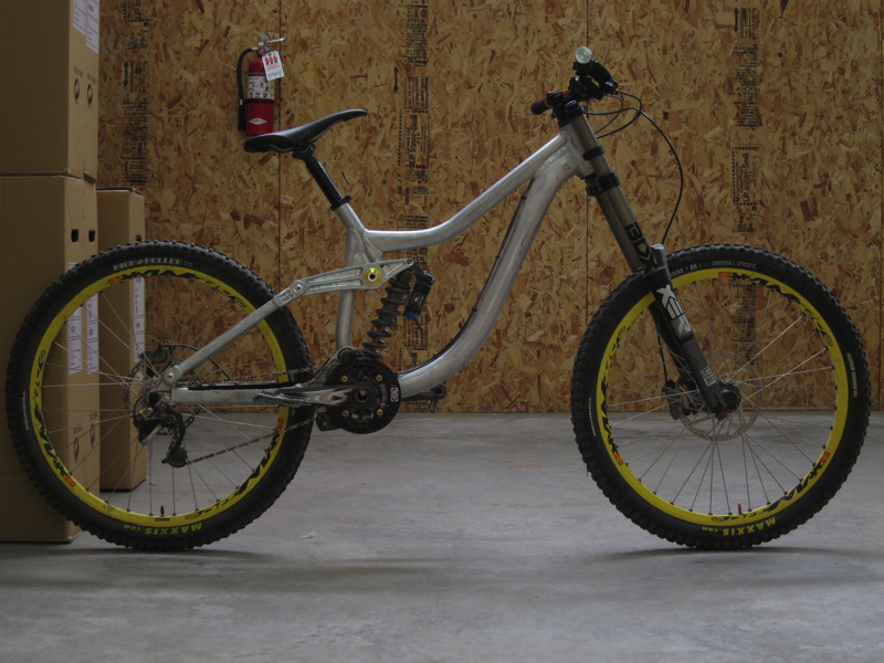 sneak peak of the 2011 new bike that kona is coming out with! looks sick!