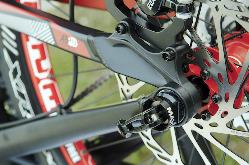 ABP Convert allows the use of either the stock 12 mm x 142 mm rear wheel, or a standard 135 mm QR