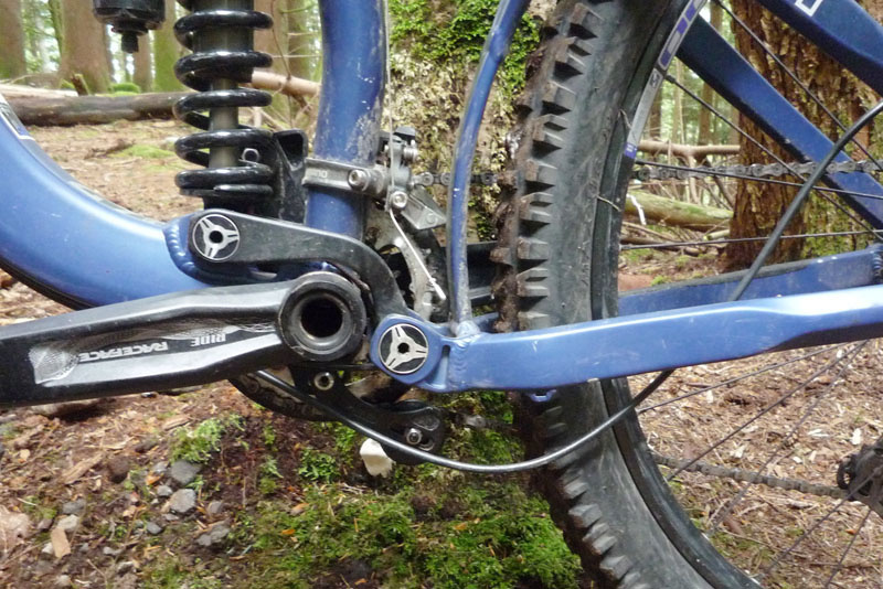 Common problem with under BB cable routing