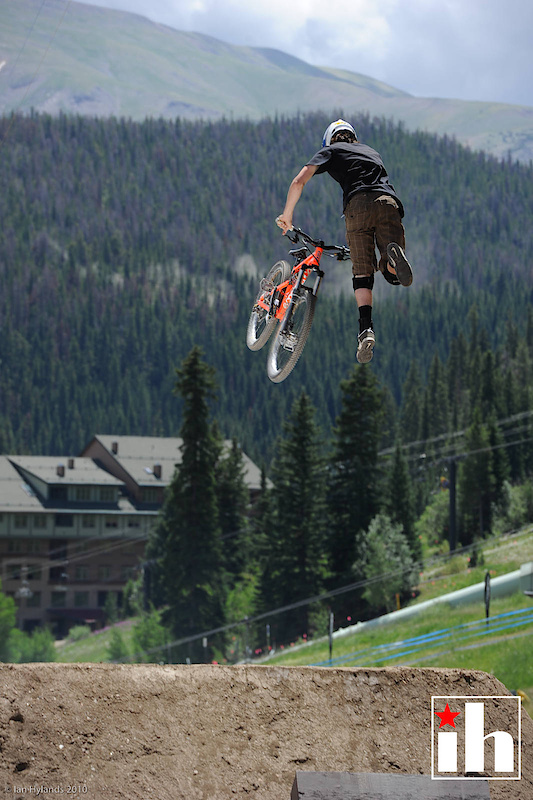 Brendan Howey started with a good run but crashed on a tailwhip over the last jump.