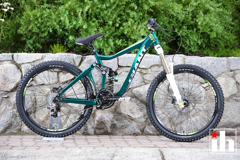 Giant's Faith is a purebred freeride machine: A single ring and MRP chainguide, 7