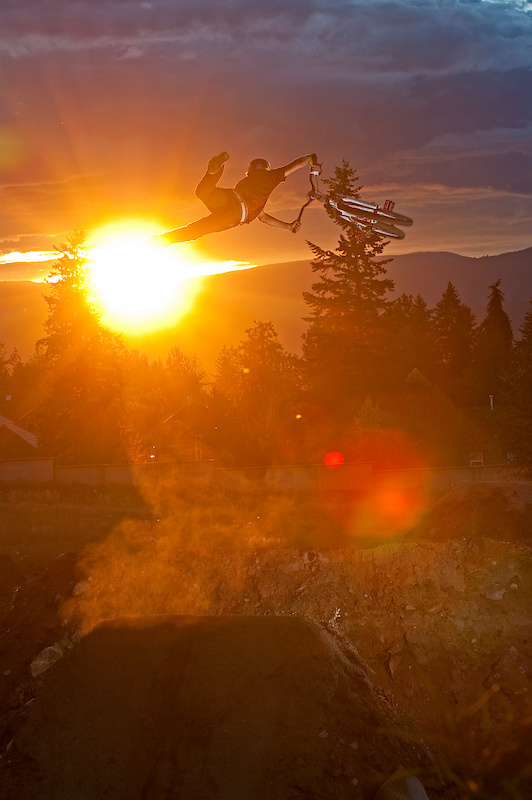 Huge super whip as the sun sets over Kelowna!