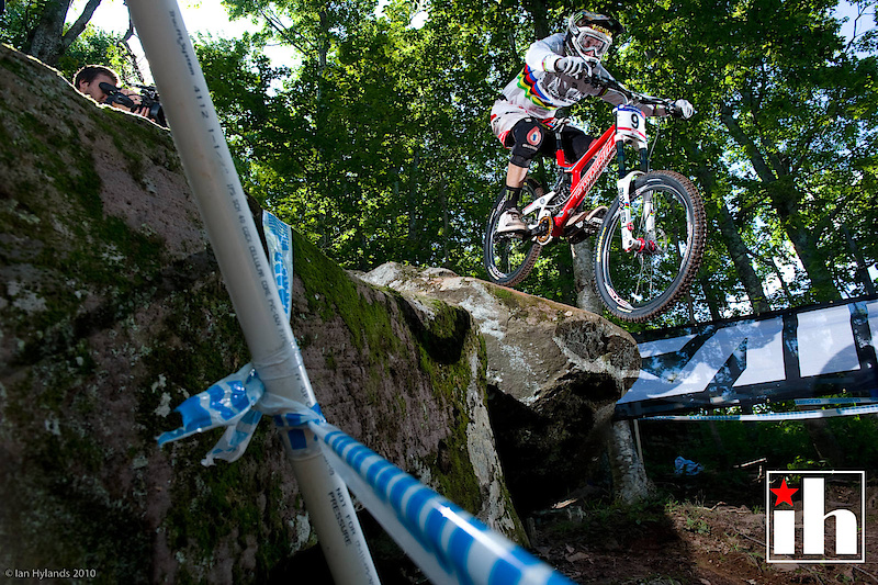Steve Peat on his way to qualifying first
