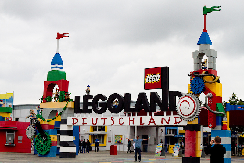 Do we ever really grow up? None of us have, that's the truth! There was quite the commotion in the Mercedes when we passed a sign proclaiming that Lego Land was coming up at the next exit. There really was no discussion to be had, we would be hitting it up and finally living out our childhood fantasies. Dreams do come true!