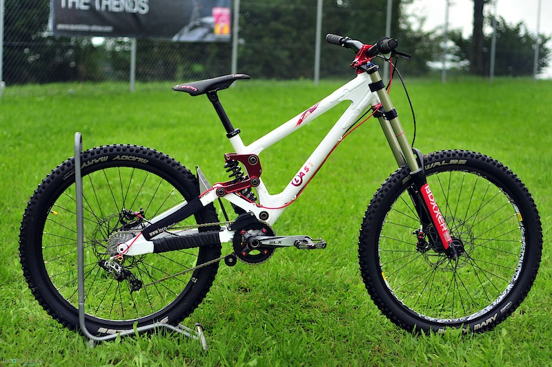 Last bikes are another German brand with a strong presence on the European race scene.  This is the Herb DH which has seen some tweaks for 2011 which allows it to work better with the current crop of downhill shocks.   Less progression in the first half of the stroke keeps the bike subtle whilst rising at the end to reduce harsh bottom out.