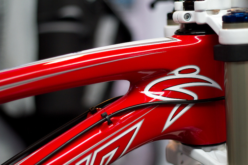 Want to look fast? Santa Cruz will be offering a very limited run of Syndicate team replica bikes that closely resemble the bike ridden by Peat and Greg Minnaar. While the are sure to be pricey, the team-only Edge carbon rims have been left off the build list in the name of keeping the price somewhat reasonable. There will only be 100 made and I'm sure they will go quickly. Listen to the audio to hear the details!