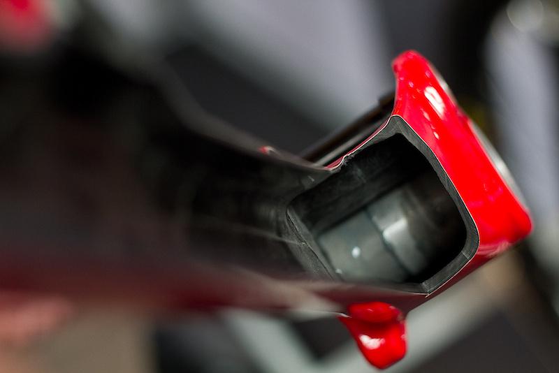 Images of the new Carbon Santa Cruz v10. Tube size
