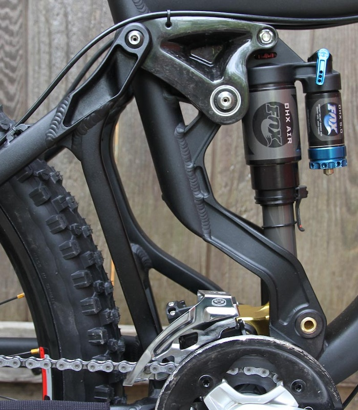 A closer look at the business end of the Firebird. Take note of the carbon fiber upper link and quality pivot hardware. Hidden from view is the floating front derailleur that tracks the chain through the bike's travel.